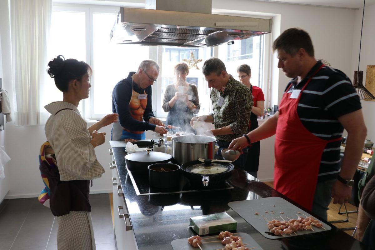 Japanischer Kochkurs (Yakitori, Chawan-mushi und Grüner Tee Chiffon Kuchen)