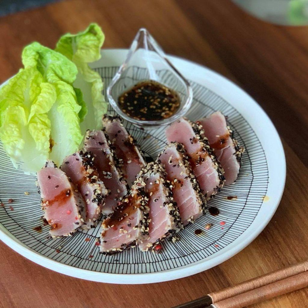 Tuna tataki with black sesame