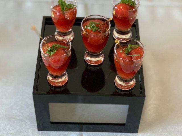 Mini-Tomaten-Salat in kalter Dashi Suppe